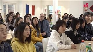 驻法国大使卢沙野慰问夏斗湖中学中国留学生(法国华人卫视)